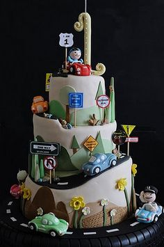 The Journey to ONE - this cake rotates!