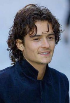 Orlando+Bloom+with+long+wavy+hairstyle+with+curly+bang.jpg (317×464)