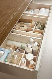 Resultado de imagem para armario banheiro com gaveteiro Organized Bathroom, Organize Bathroom Drawers, Bathroom Vanity Organization, Bathroom Vanity Designs, Vanity Bathroom, Bathroom Spa, White Bathroom, Bathroom Renos, Peach Bathroom