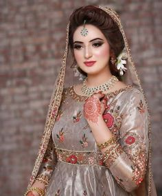 Pin By Vj On Beautiful In 2019 Pakistani Bridal Makeup Simple Bridal Dresses, Bridal Mehndi Dresses, Walima Dress, Pakistani Formal Dresses, Pakistani Wedding Outfits, Bridal Outfits, Pakistani Fashion Party Wear, Shadi Dresses, Muslim Fashion