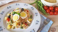 L'Insalata di riso alla nizzarda è un piatto fresco e ricco di ortaggi, perfetto per un pasto leggero e sfizioso o per uno spuntino in spiaggia.