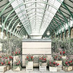 #CoventGarden in #London for the 1st #inspomidweek of #MarchLondonitis...   by @prettylittlelondon