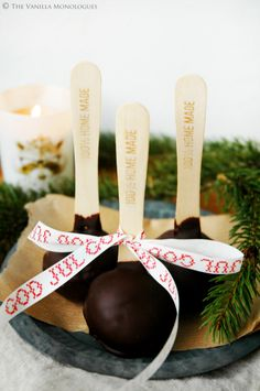 Sukkerfri Julemarsipan med Sjokoladetrekk! / Sugarfree Chocolatecovered Marzipan! (thevanillamonologues.blogg.no )