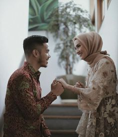 Hijabi Wedding, Wedding Hijab Styles, Kebaya Wedding, Hijab Wedding Dresses, Pre Wedding Shoot Ideas, Wedding Couple Poses, Pre Wedding Photoshoot, Wedding Couples, Wedding Photography Poses