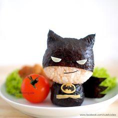 A Thai food artist makes whimsical rice balls of such characters as Iron Man, Batman, Superman, Captain America and Baymax. Bento Recipes, Baby Food Recipes, Bento Kawaii, Cute Bento Boxes, Japanese Food Art, Cute Food Art, Sushi Art, Food Humor, Edible Art