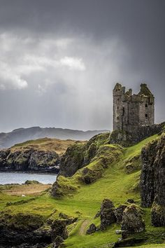 Gylen Castle on the island of Kerrera, Argyll and Bute, Scotland. Built in 1582 CE, Gylen Castle was once home to members of Clan MacDougalll. It was occupied only for a short period of time, until it was sacked in 1647 CE by Covenanter General David Le Scotland Castles, Scottish Castles, Castles In Ireland, Cottages Scotland, Beautiful Castles, Beautiful Places, Beautiful Ruins, Places To Travel, Places To See