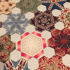#temeculaquiltco Little Gem EPP blocks and linen hexis - love it. Maybe I'll do this with my liberty!!