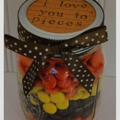 I Love You to Pieces gift in a jar. DIY valentines day gift or anniversary Holiday Crafts, Holiday Fun, Christmas Gifts, My Funny Valentine, Valentine Gifts, Mason Jar Gifts, Mason Jars, Gift Jars, Cadeau St Valentin