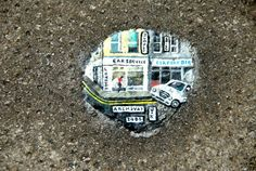Art can be everywhere and in everything. Chewing Gum Art by London based artist, Ben Wilson. Chewing Gum, Street Art Banksy, Graffiti, Ben Wilson, Uncommon Objects, Environment Painting, Weird Pictures, Naive Art, Weird Art