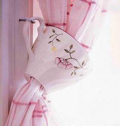 DIY Teacup Tiebacks For Kitchen Curtains #DIYHomeDecorCurtains