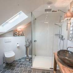 geraumiges badezimmer suite katalog bild und bccefeefecd holiday travel suites