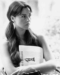 Monica and her pigtails 👧 😄 buongiorno e baci mile 😘 😘 😘 Monica Bellucci kisses 💋 Malena Monica Bellucci, Monica Bellucci Photo, Monica Belluci, Divas, Italian Models, Kate Jackson, Julie Newmar, Jacqueline Bisset, Italian Actress