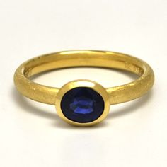 ordermade-ring,  yellow-gold,with sapphire  http://www.concept-jw.jp/works_ring/works_ring_65.html