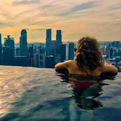 🌏 The most expensive hotel I've ever stayed at. 🤣 The best pool I've ever been in 😍 // // 📍 Marina Bay Sands, Singapore Sands Singapore, Visit Singapore, Cool Pools, Marina Bay Sands, New York Skyline, Wanderlust, Good Things, Memories, Travel