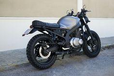 Suzuki GS 500 modificada a Scrambler - ForoCoches Suzuki Cafe Racer, Gs500 Cafe Racer, Scrambler Motorcycle, Bobber, Honda Cb 500, Bike Sketch, Futuristic Motorcycle, Cafe Racing, Biker Clubs
