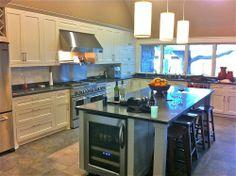 Kitchen Slate Floor White Cabinets ~ Slate Kitchen Floor With White . Kitchen Interior, White Kitchen Backsplash, Kitchen And Bath Design, Kitchen Remodel, White Kitchen Tiles, White Paneling, White Kitchen Island, Slate Floor Kitchen, Kitchen Design