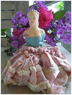 love vintage half doll pincushions