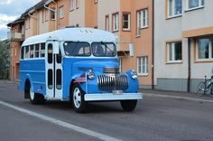 Chevrolet short bus in Sweden Short Bus, Chevy Trucks, Buses, Sweden, Chevrolet, Classic Cars, Motorcycles, Vehicles, Vintage Classic Cars