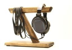 Mens Gift Tech Gift Gift Ideas for Men Birthday Gift Headphone Stand Christmas Gift Christmas Present Anniversary Gift For Him For Her Diy Headphone Stand, Headphone Holder, Headset Holder, Small Woodworking Projects, Diy Wood Projects, Woodworking Apron, Easy Projects, Diy Headphones, Tech Gifts