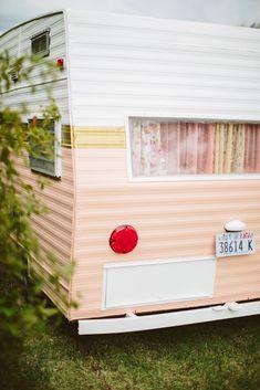 How to Paint a Vintage Camper Caravan Vintage, Vintage Motorhome, Vintage Camper Interior, Trailer Interior, Vintage Rv, Vintage Caravans, Vintage Travel Trailers, Rv Interior, Interior Ideas