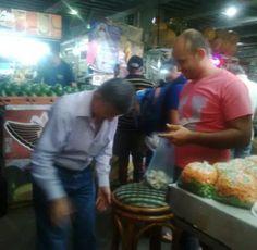 En el Mercado de Chacao Ramos Allup hizo las compras este sábado (foto) - http://www.notiexpresscolor.com/2016/10/29/en-el-mercado-de-chacao-ramos-allup-hizo-las-compras-este-sabado-foto/