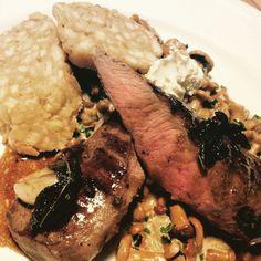 -rehfilet-serviettenknödel-eierschwammerl-portweinsauce- Main Dishes, Steak, Food, Easy Meals, Main Course Dishes, Entrees, Essen, Main Courses, Steaks