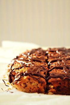 Κέικ με Βρώμη, Χουρμάδες, Αμύγδαλο και Σοκολάτα Greek Desserts, Healthy Snacks, Healthy Recipes, Sweets Cake, Banana Bread, Oatmeal, Deserts, Food And Drink, Favorite Recipes