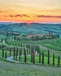 """""""Mi piace"""": 775, commenti: 13 - 🇮🇹 Italia 🇮🇹 (@italian_places) su Instagram: """"✨🇮🇹 Come non emozionarsi? #Asciano #Toscana 🇮🇹✨ Photo by: @mysmallbigworld_"""""""