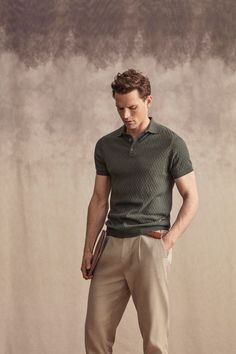 Guy Robinson Inspires in Soft Sartorial Numbers for Lufian Khakis Outfit, Polo Shirt Outfits, Polo Shirts, Mode Masculine, Business Dress, Moda Formal, Look Man, Herren Outfit, Stylish Mens Outfits