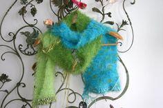 handgestrickter Schal in türkis blau und grün mit von Lintschi, $59.00 Christmas Ornaments, Holiday Decor, Etsy, Craft Gifts, Breien, Christmas Jewelry, Christmas Decorations, Christmas Decor