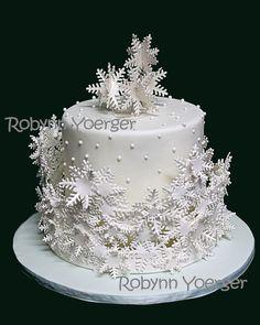 'Frozen' theme cake Snowflake collar cake - display cake for work 2014 - by Robynn Yoerger Christmas Biscuits, Christmas Baking, Christmas Time, Frozen Theme Cake, Ny Food, New Year's Cake, Christmas Cake Decorations, Dessert For Dinner, Fancy Cakes