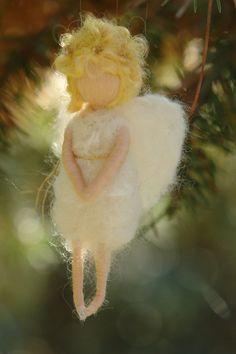 Weihnachten Rabbit Sculpture, Soft Sculpture, Noel Christmas, Christmas Crafts, Felt Angel, Fantasy Art Men, Felt Fairy, Rabbit Art, Needle Felted