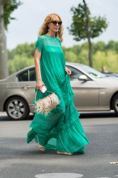 Best Street Style From Paris Couture photographer Tyler Joe captures the chicest street style moments from Paris Couture Week. photographer Tyler Joe captures the chicest street style moments from Paris Couture Week. Cool Street Fashion, Street Chic, Street Style, Organza, Dress Vestidos, Couture Week, Looks Style, Mantel, Beautiful Dresses