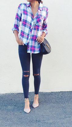 @pursuitofshoes in her J BRAND 8227 Photo Ready Ankle Skinny in Blue Mercy.