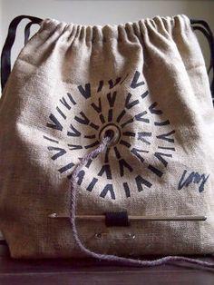 編み物中に、毛糸玉が転がらない知恵を集めてみた。 - NAVER まとめ