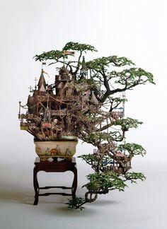"MAZE作家の相羽高徳さんの盆栽作品は""テーマパーク""と盆栽が、偽物の本物で構築され、我々を見事に騙してくれます。"