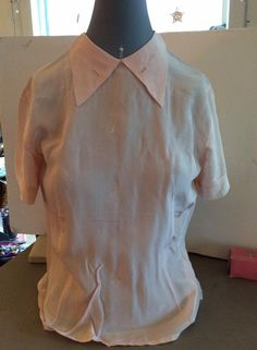 Vintage 1950s Blouse Light Pink Peach Hue Buttons In Back by TimelessTreasuresVCB on Etsy