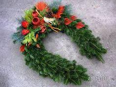 "Képtalálat a következőre: ""dušičková vazba"" Christmas Wreaths, Holiday Decor, Home Decor, Decoration Home, Room Decor, Home Interior Design, Home Decoration, Interior Design"