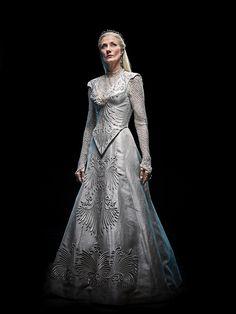 Joely Richardson as Glinda - Emerald City Emerald City Tv Series, Joely Richardson, Natasha Richardson, Mode Alternative, Fantasy Gowns, Fantasy Hair, Fantasy Costumes, Medieval Dress, Hair Images