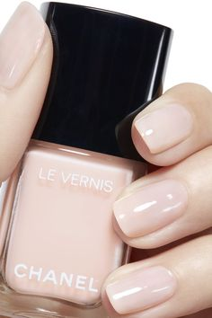 Want some ideas for wedding nail polish designs? This article is a collection of our favorite nail polish designs for your special day. Read for inspiration Wedding Nail Polish, Chanel Nail Polish, Chanel Nails, Wedding Manicure, Nail Polish Designs, Nail Polish Colors, Hair And Nails, My Nails, Ballerina Nails