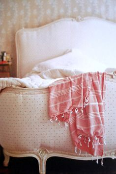 #bedroom #white #bed #quilt