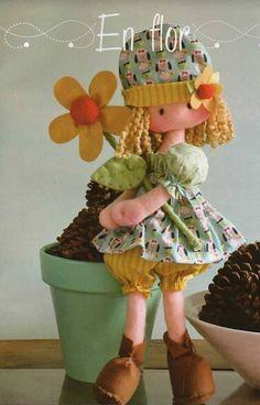 Patrones para hacer una bonita muñeca con flor. Puedes hacerla tanto en fieltro como tela, según el gusto o ideade cada uno.