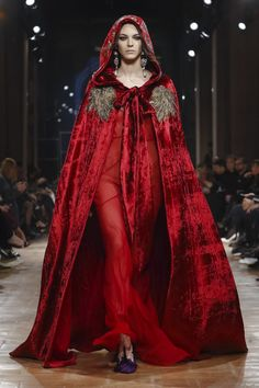 Alberta Ferretti FW 2017 Milan... Wow, love this look for a winter wedding ensemble. Change the color & fabric to fit the wedding theme