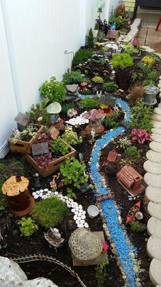 Magic and Best DIY Fairy Garden Ideas - Diy Garden Projects Fairy Garden Plants, Mini Fairy Garden, Fairy Garden Houses, Gnome Garden, Garden Art, Garden Design, Garden Terrarium, Fairy Gardening, Fairies Garden