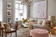 sala decorada com cinxa e rosa