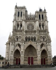 A network of one hundred monuments across France Cathedral Architecture, Gothic Architecture, Temples, Monuments, Reims France, Gothic Elements, Most Visited Sites, Houses Of The Holy, Unusual Buildings