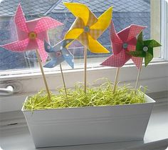 Sew and the City: DIY Easter Fabric Pinwheels Diy For Kids, Crafts For Kids, Diy Crafts, Diy Pinwheel, Dyi, Easter Fabric, Easter Tree, Easter Bunny, Diy Ostern