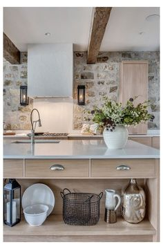 French Country Farmhouse, Tuscan Kitchen, Top Kitchen Trends, Kitchen Remodel, French Farmhouse Kitchen, Country Farmhouse, Country Kitchen, Modern French Country, Country Kitchen Cabinets