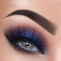 Check the best blue eyeshadow makeup looks to try this season and maintain a fresh, modern style. 65 Eye-Catching Blue Eyeshadow makeup Looks for Prom ? Blue Eyeshadow Makeup, Smokey Eye Makeup, Eye Brows, Makeup Goals, Beauty Makeup, Hair Makeup, Hair Beauty, Beautiful Eye Makeup, Gorgeous Eyes