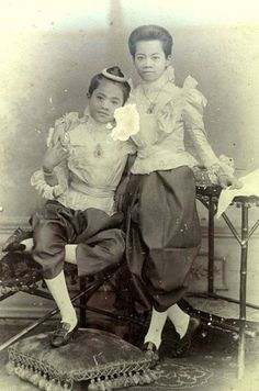 Lovely King Chulalongkorn era portrait - Princesses Malinee Nopdarasirini [L] and Nipanopadon Wimonphrapa of 1895 | via: - TeakDoor.com - The Thailand Forum